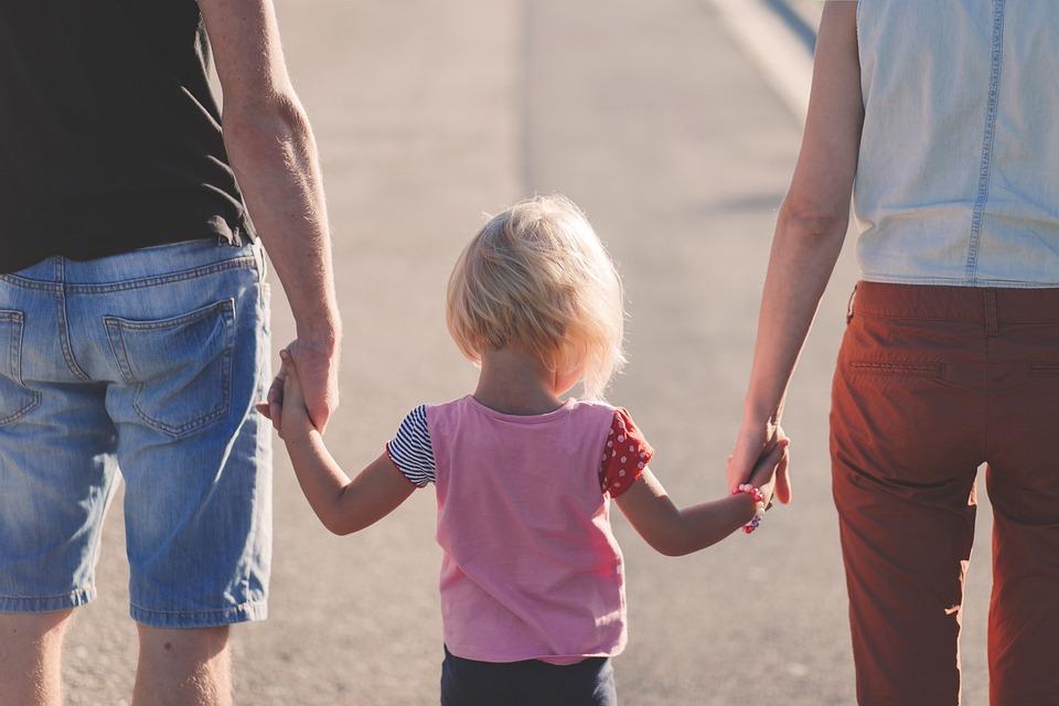 famiglia per mano